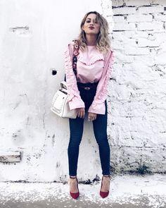 "517 Likes, 14 Comments - Flávia Malheiros (@flaviamalheirosqnnf) on Instagram: ""😘 E aí?  #qnnf #ootd #awesome #aboutalook #bloggers #exclusive #moda #fashion #fabulous #tendencia…"""