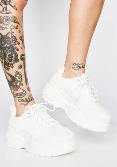 White Platform Sneakers, White Nike Shoes, Platform Pumps, Sneakers Fashion, Fashion Shoes, Fashion Clothes, Shoes Sneakers, Creeper Boots, Kawaii Shoes