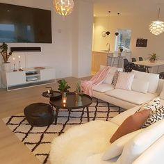 Instagram media by interiorbyjeanetteleikvoll - [ GOOD MORNING ]🌸 . Innom for å ønske dere en god dag 😘🌸 . . . . . . . . . . . . . . . . #instagram #decoração #decoraçãodeinteriores #insta #instalove #interior125 #interiordesign #whiteinterior #interiorforinspo #fashion #fashionaddict #fashionselection #interior9508 #livingroominspo #livingroom #livingrooms #livingroomdecor #livingroominspiration #diningroom #diningroomdecor #diningroominspo #instalove #escandinavo #escandinavostyle…