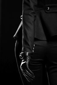 Leather gloves at Prabal Gurung Black Love, Black Is Beautiful, Back To Black, Black And White, Total Black, Color Black, Leather Gloves, Leather Pants, Black Leather