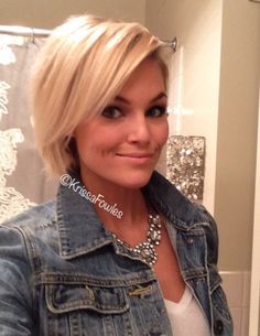 Blonde short hair Source by Short Hair Blond, Short Hair Cuts, Medium Hair Styles, Short Hair Styles, Corte Y Color, Haircut And Color, Short Bob Hairstyles, Great Hair, Hair Dos