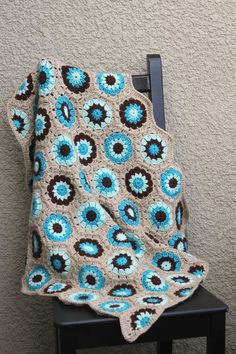 Crochet baby blanket with hexagon pattern in beige, turquoise blue and brown colors. Perfect baby shower gift or an accessory for newborn photoshoot. The yarn is very soft and hypo-allergenic - perfect for babies.