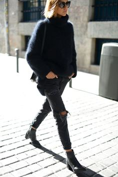 Teen Clothing Hipster look-sweaters-women-torn jeans Teen ClothingSource : Hipster-Look-pullover-damen-zerrissene-Jeans by Looks Street Style, Looks Style, Looks Cool, Fashion Mode, Look Fashion, Fashion Trends, Street Fashion, Fall Fashion, Fashion Boots