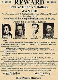 Crime 1933 The Barker clan - Yahoo Image Search Results Old West Outlaws, Famous Outlaws, Old West Photos, West Plains, Bonnie N Clyde, Bonnie Parker, Mafia Gangster, Police Chief, Criminal Minds