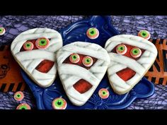 Spooky Mummy Cookies are perfect for all things scary Halloween. In this tutorial I show you step by step how to make monster eyes with royal icing, how to c. Gluten Free Sugar Cookies, Sugar Cookies Recipe, Cookie Recipes, Pinata Cookies, Lemon Biscuits, Petal Dust, Favorite Cookie Recipe, Pecan Nuts, Lemon Cookies
