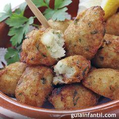 Las recetas sencillas son las que más éxito tienen, por eso te proponemos unas croquetas de pescado, una cena rápida y sana para los niños. Receta de croquetas de pescado para niños.