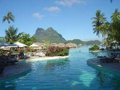 Vous avez dit « paradis » ou « prison dorée » pour honeymooners ? La Polynésie française ou l'envers du décor des pratiques touristiques. Hôtel Bora Bora Pearl Beach Resort and Spa, Bora Bora, Polynésie française Source: Caroline Blondy, 2006