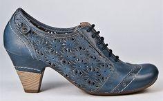 Pikolinos Turin Oxford shoe.