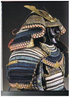 A large clear image of Sode (shoulder armour) composed of Kiritsuke kozane (scales) with Iroiro Odoshi (multi-coloured lacing) of white, light blue and deep blue.