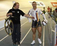 Para los ciclistas es indispensable entrenar la fuerza muscular en las piernas. Por ello hoy os presentamos una serie de rutinas para lograrlo.