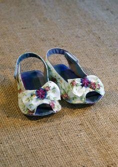Skylar Shoes PDF Pattern Newborn to 18 by littleshoespattern