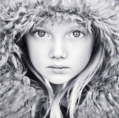 Black and White Portrait Photography: Expert Advice That Helps You Succeed – Black and White Photography Winter Photography, Children Photography, Portrait Photography, Female Photography, Black And White Portraits, Black And White Photography, Winter Family Photos, Winter Princess, Shooting Photo