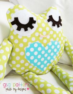Frog Sewing Pattern  Frog Pillow Softie Fabric di GandGPatterns