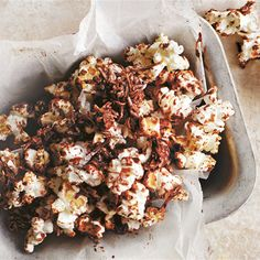 Jazz up your homemade popcorn with Donna Hay's recipe. The chocolate and coconut dressing will give your salty popcorn a sweet touch. Popcorn Bags, Sweet Popcorn, Donna Hay Kids, Coconut Recipes, Raw Food Recipes, Sweet Recipes, Homemade Popcorn, Donna Hay Recipes, Jazz
