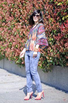 Coral: Soutache bangle & Atzec printed blouse #pursesandi #outfit #lauracomolli #fashion #jonofui #style #fashionblogger #sarenza #soniarykiel #soutache #coral #orange www.pursesandi.net