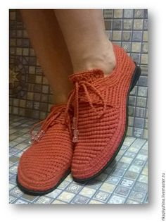 Купить или заказать Мокасины хлопковые в интернет-магазине на Ярмарке Мастеров. Лёгкие, удобные мокасины выполнены из хлопка коричневого цвета. Строгие на вид они отлично сочетаются с джинсами и летними нарядами. С помощью шнуровки Вам будет легко отрегулировать их под особенности вашей ножки. Готовая работа 38 размера ( длина стопы 25 - 25,5 см) Готовую работу вышлю бесплатно! Доставьте радость Вашим ножкам!