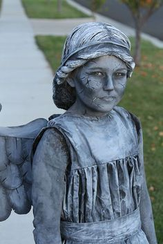 Weeping Angel or Statue Costume Weeping Angel or Statue Costume,Fasching Picture of Now for the dress Related posts:Here are the best Halloween makeup looks to get your spook on this year - MakeupContra Stress. Halloween Cosplay, Halloween Costumes For Kids, Diy Costumes, Halloween Makeup, Costume Ideas, Halloween 2019, Homemade Halloween, Halloween Dress, Adult Halloween