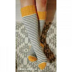 Knitting Socks, High Socks, Knit Crochet, Crocheting, Therapy, Fashion, Socks, Glove, Knit Socks