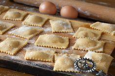New Pasta Homemade Ravioli Italian Dishes Ideas Italian Meats, Italian Dishes, Italian Recipes, Authentic Italian Ravioli Recipe, Italian Cooking, Beef Ravioli Filling Recipe, Homemade Meat Ravioli Recipe, Crockpot Ravioli, Ravioli Soup