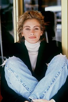 Julia Roberts Cool Photo - Young Celebrities - We shared here a cool Julia Roberts photo. By the way, young Julia Roberts also was beautiful. Toni Garrn, Young Celebrities, Beautiful Celebrities, Betty White, Vintage Hollywood, Julia Roberts Style, Pretty People, Beautiful People, 90s Grunge Hair