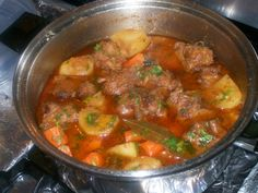 Can't wait to try this with the moros y … Rabo Encendido (Cuban Oxtail Stew). Can't wait to try this with the moros y christianos and platano maduro. Maybe some yuca too! Oxtail Recipes Crockpot, Dominican Oxtail Recipe, Beef Meals, Meat Recipes, Mexican Food Recipes, Cooking Recipes, Spanish Recipes, Spanish Food, Gastronomia