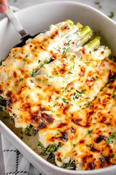 Cheesy Asparagus Casserole - casserole gratin asparagus recipe - An easy recipe for a cheesy asparagus casserole - The best side dish to any meal! - recipe by 28288303897660758 Best Side Dishes, Side Dish Recipes, Veggie Recipes Sides, Easy Vegetable Recipes, Recipe For Sides, Simple Side Dishes, Dinner Side Dishes, Keto, Lchf