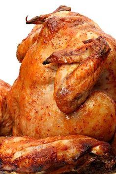 Opravdu jak název říká, menší kuře posazené na plechovce piva, grilované pod poklopem grilu dozlatova. Slovakian Food, Barbecue, Food And Drink, Turkey, Favorite Recipes, Yummy Food, Meat, Cooking, Chicken
