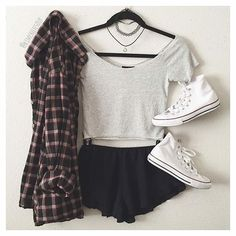 Grunge Outfit with Grey Crop Top, Chokers, Converse Shoes and Flannel - http://ninjacosmico.com/9-fashion-tips-pastel-grunge/