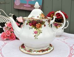 Vintage Royal Albert Teapot and Stand Old Country Roses