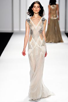oh my dear........someone please wear this as wedding dress. and then book me to shoot your wedding. i would die.