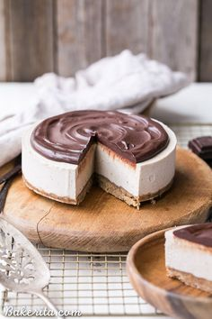 This No-Bake Vanilla Bean Cheesecake with Chocolate Ganache is a gluten-free, Paleo and vegan cheesecake made with a walnut crust, a creamy cashew cheesecake filling, topped with a luscious chocolate  (Gluten Free Recipes Cheesecake)