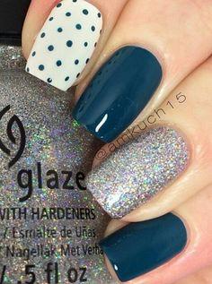 Blue nail art - 30 Ideas of manicure - Nail art designs & diy Fancy Nails, Pretty Nails, Nagel Hacks, Super Nails, Blue Nails, Glitter Nails, White Glitter, Glitter Boots, Bright Nails
