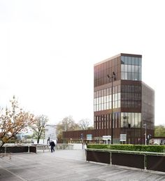 Office Building / LAN Architecture | ArchDaily