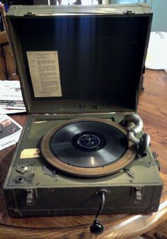 Vintage Crank Phonograph Portable Record Player Suitcase
