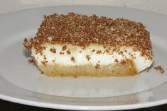 Σιροπιαστό γλυκό με φρυγανιές και κρέμα