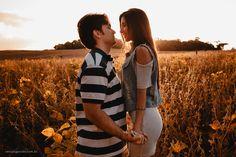 Ensaio casal no campo no fim de tarde. Veja mais desse ensaio em: http://www.renatoganske.com.br/portfolio/ensaio-casal/113398-amanda-alexandre-e-session-ensaio-casal-pre-casamento-campo-alegre-santa-catarina