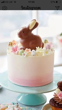 Sweet bunny cake for delicious Easter holidays Easter Bunny Cake, Easter Cupcakes, Easter Treats, Easter Eggs, Easter Food, Easter Baking Ideas, Easter Dinner, Easter Brunch, Easter Party
