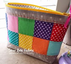 I am excited to share a quick and easy pouch tutorial with you today and its all about the dots! It& no secret that I lov. Quilted Purse Patterns, Patchwork Bags, Bag Patterns To Sew, Quilted Bag, Tote Pattern, Wallet Pattern, Sewing Patterns, Coin Purse Tutorial, Zipper Pouch Tutorial