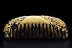 Japanese Meiji period comb. Signed SOEI.