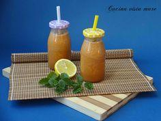 Il centrifugato mele e carote, sano e dissetante, è un ottima bevanda da gustare a colazione, come spezzafame per lo spuntino di metà mattina o a merenda.