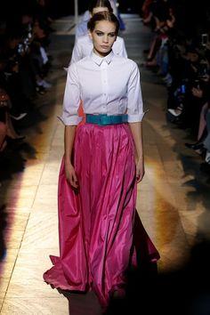 The complete Carolina Herrera Fall 2018 Ready-to-Wear fashion show now on Vogue Runway.