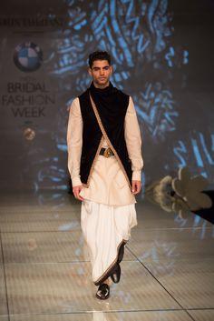 Tarun Tahiliani 13 Indian Men Fashion, Indian Bridal Fashion, Indian Bridal Wear, Bridal Fashion Week, Mens Fashion, Gothic Fashion, Wedding Dresses Men Indian, Wedding Dress Men, Wedding Outfits