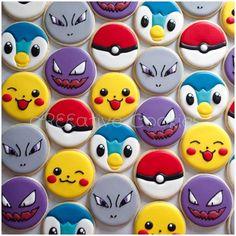 Pokemon cookies using a simple circle cookie cutter. Cookies For Kids, Fancy Cookies, Iced Cookies, Cute Cookies, Royal Icing Cookies, Cookies Et Biscuits, Cupcake Cookies, Sugar Cookies, Fete Laurent