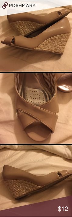Nude peep toe wedges EUC. Worn twice. 2-½ inch jute wedge. DexFlex Comfort Shoes Wedges