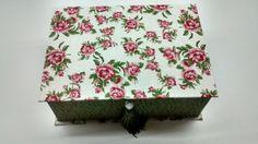 Caixa de Bijoux forrada com tecido 100% algod�o, com bandeja remov�vel e divis�rias <br>V�rias op��es de tecido. <br>Tamanho: P, M, G