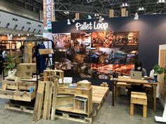 【PALLET LOOP】木製パレットに新たな命を吹き込む | 古材ならパレットループ Liquor Cabinet, Pallet, Storage, Furniture, Home Decor, Purse Storage, Shed Base, Decoration Home, Room Decor