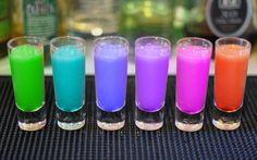 Rainbow Shots ~ taste the rainbow! Party Drinks, Cocktail Drinks, Fun Drinks, Alcoholic Drinks, Martinis, Girly Shots, Rainbow Shots, Rainbow Drinks, Rainbow Jello