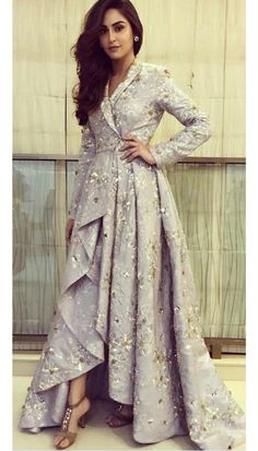 Celebrity Closet – Papa Don't Preach by Shubhika - Celebrity Closet – Papa Don't Preach by Shubhika Source by jungbluthnic - Indian Designer Outfits, Designer Gowns, Indian Outfits, Indian Wedding Outfits, Bridal Outfits, Stylish Dresses, Fashion Dresses, Indian Gowns Dresses, Party Wear Dresses