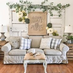 Today, I am so excited to be sharing my new vintage inspired living room rug from Boutique Rugs. It has the perfect mix of dark tones, neutral feels Fall Home Decor, Autumn Home, Rugs In Living Room, Living Room Decor, Faux Pumpkins, Fall Mantel Decorations, Christmas Decorations, Farmhouse Decor, Farmhouse Style