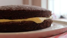 Try out this easy recipe for a delicious chocolate sponge cake topped with zesty orange butter cream. Chocolate Sponge Cake, Chocolate Orange, Cake Toppings, Delicious Chocolate, Hamburger, Cake Recipes, Easy Meals, Ethnic Recipes, Desserts